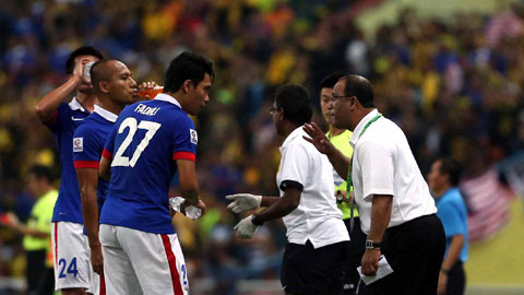 """ĐT Malaysia: Ông Dollah Salleh đau đầu """"giải toán"""""""