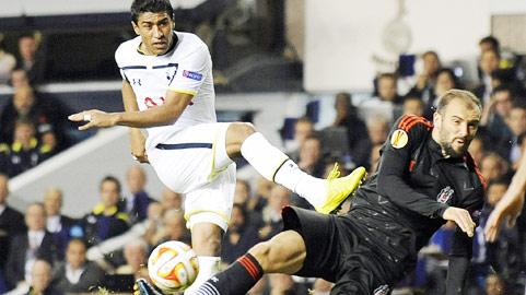 Paulinho (áo trắng) và đồng đội đủ sức giành ít nhất 1 điểm rời Besiktas