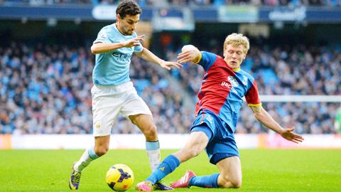 Gặp con mồi ưa thích Crystal Palace là cơ hội để Man City (trái) nâng chuỗi chiến thắng lên con số 8