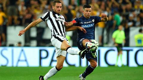 Không dễ để Di Natale (phải) và đồng đội ngăn chặn được bước tiến của Juve