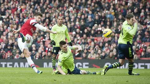 Chiến thắng trước Aston Villa sẽ giúp Giroud (trái) và đồng đội tạo hưng phấn trước trận derby với Tottenham