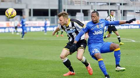 Lực lượng tổn thất khiến Juventus (xanh) thể hiện phong độ kém cỏi trước Udinese