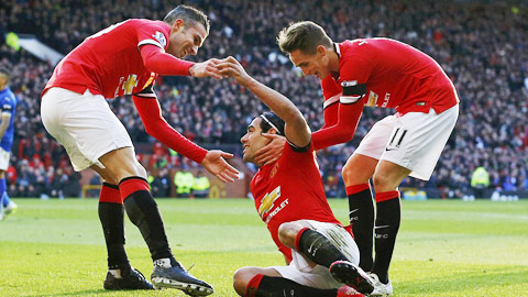 """Trước Leicester, cả Falcao và Van Persie đều """"nổ súng"""" để mang về chiến thắng cho Man United"""