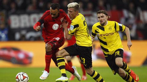 Trận hòa Leverkusen là không đủ để Dortmund (phải) thoát khỏi vị trí cuối bảng