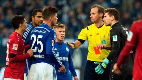 Schalke sẽ mất Huntelaar (số 25) trong chuyến hành quân tới Bayern giữa tuần này