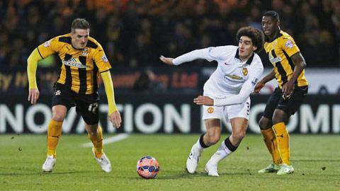 Với lợi thế sân nhà, Fellaini (giữa) và đồng đội sẽ không để Cambridge có cơ hội gây bất ngờ