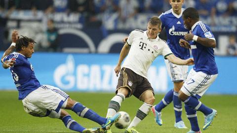 Bayern (áo trắng) từng thắng 8/9 lần gặp Schalke gần đây