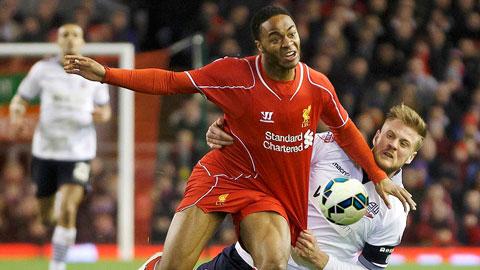 Liverpool (áo đỏ) sẽ kéo dài mạch hưng phấn đầu năm bằng một chiến thắng trước Bolton