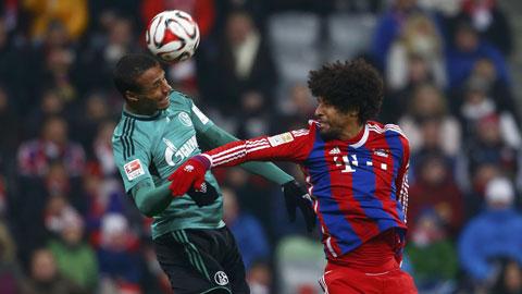 Bayern (áo sọc) lần đầu tiên không thắng trên sân nhà mùa này
