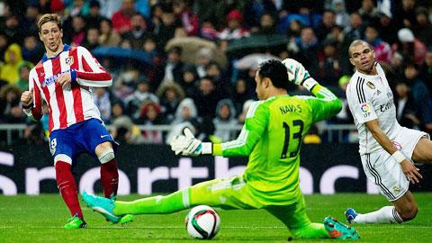 Từ chỗ thường xuyên tịt ngòi khi đụng độ, Torres (bìa trái) giờ lại đang trở thành nỗi khiếp sợ với Real