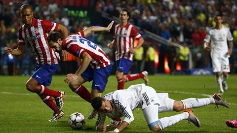 Lực lượng sứt mẻ nghiêm trọng, lại gặp phải khắc tinh, Ronaldo (áo trắng) và đồng đội khó lòng đứng vững tại Vicente Calderon