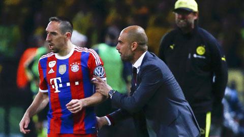 Việc HLV Guardiola liên tục thay đổi sơ đồ thi đấu khiến hàng công Bayern rối loạn