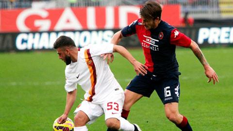 Các ngôi sao trẻ của Roma như Paredes hay Verde (áo sáng) chơi ấn tượng trong trận gặp Cagliari