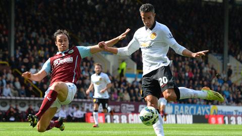 Burnley là đối thủ không thể thích hợp hơn để Van Persie (phải) và đồng đội giành chiến thắng một cách thuyết phục<br />
