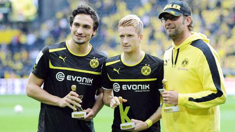 Nhờ hợp đồng mới với Reus (giữa), nhiều khả năng Dortmund sẽ thuyết phục được các trụ cột khác như Hummels (bìa trái) tiếp tục gắn bó với CLB