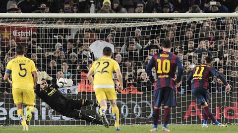Cú sút 11m quả đơn giản của Neymar