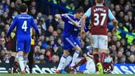 Chelsea 1-1 Burnley: Cầm vàng lại để vàng rơi