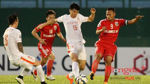 B.Bình Dương đã chơi đầy quyết tâm trước Shandong Luneng - Ảnh: Anh Tài