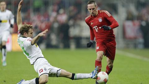 Bayern (phải) sẽ có chiến thắng nhưng không dễ dàng trước một Cologne phòng ngự chắc chắn