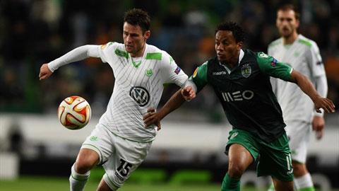 Wolfsburg (áo trắng) cũng là một trong những ứng viên tiềm tàng cho chức vô địch