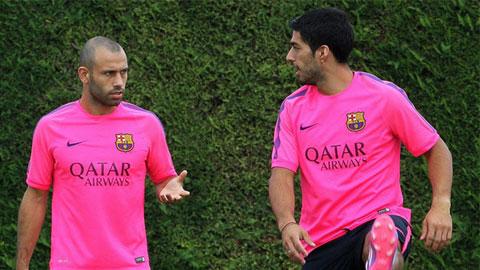Suarez và Mascherano trên sân tập