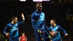 Man Utd 1-2 Arsenal: Đòn trừng phạt của Welbeck
