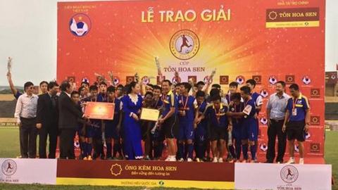 Các cầu thủ U19 PVF lên ngôi vô địch đầy bất ngờ - Ảnh: Việt Thắng