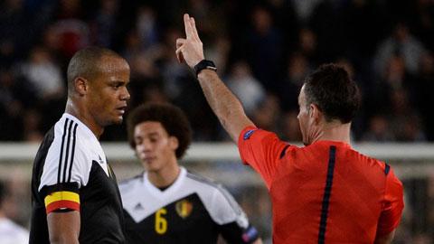 Kompany nhận thẻ đỏ ở trận đấu giữa ĐT Bỉ và ĐT Israel