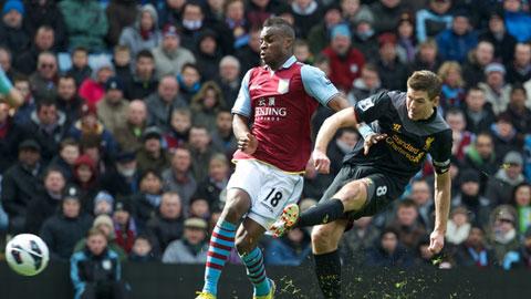 Việc chỉ phải gặp Aston Villa là cơ hội để Liverpool (phải) đặt vé dự chung kết