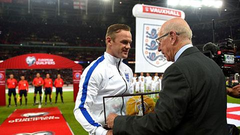 Rooney được coi là người xứng đáng kế tục cựu danh thủ Bobby Charton tại M.U