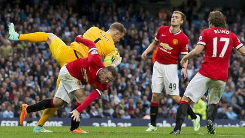 M.U (áo đỏ) từng thất thủ 0-1 dưới tay Man City ở trận lượt đi
