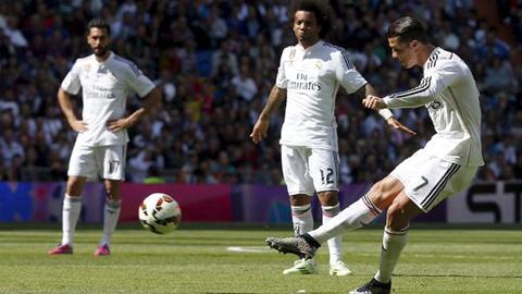 Ronaldo mở tỷ số từ pha sút phạt