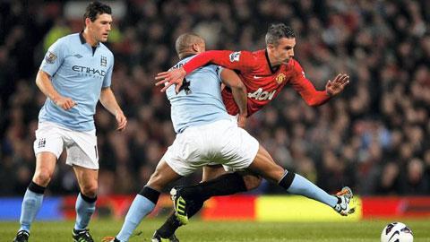 Van Persie và Kompany sẽ không có dịp chạm trán nhau ở derby Manchester