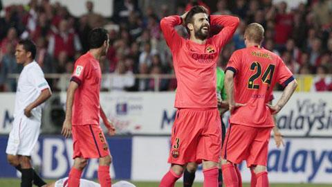 Pique, một trong hai tội đồ của Barca trong trận hòa Sevilla