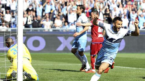 Felipe Anderson ăn mừng sau bàn ấn định chiến thắng 4-0 cho Lazio trước Empoli