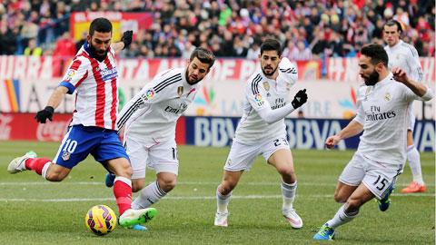 3 trận gần nhất làm khách tại Vicente Calderon, Real (áo trắng) toàn thua và không ghi nổi bàn nào