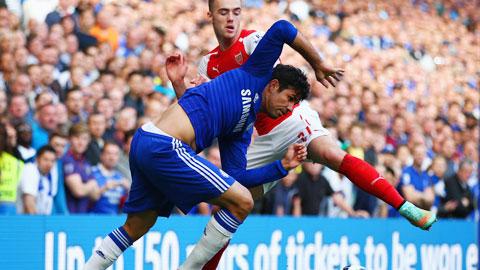 Liệu một Chelsea (trái) đang kiệt sức có thể vượt qua được những thử thách cực kỳ khó nhằn trước mắt?