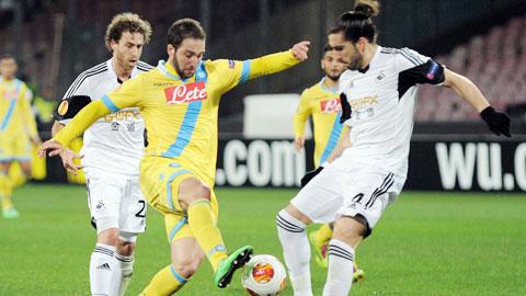 8 trận gần nhất ở Serie A, Higuain (giữa) ghi vẻn vẹn 1 bàn