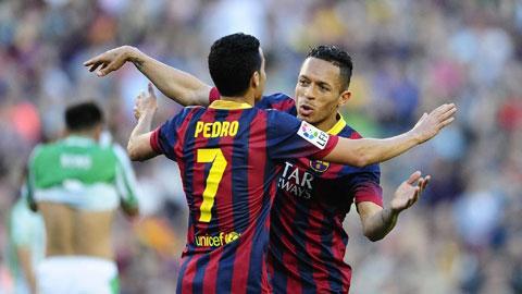 Pedro (trái) và Adriano sẽ có dịp chứng tỏ mình trước PSG