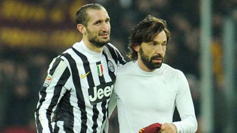 Trong đội hình Juventus trận gặp Monaco, những Chiellini (trái) hay Pirlo đều đã ngoài 30 tuổi