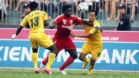 B.BD (giữa) suýt có 3 điểm rời sân Thanh Hóa