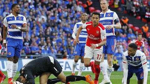 Arsenal (áo đỏ trắng) phải khá vất vả mới vượt qua được Reading