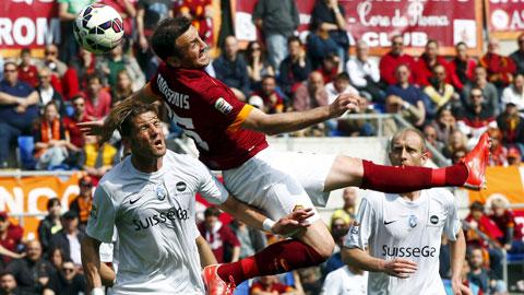 AS Roma (áo sẫm) bỏ lỡ nhiều cơ hội ngon ăn trước đối thủ yếu như Atalanta