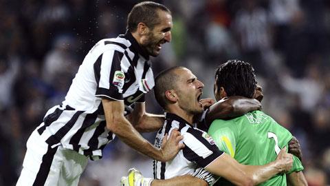 Chiellini (trái) và Bonucci sẽ là bức tường thép che chắn cho Buffon