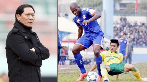 HLV Đinh Cao Nghĩa đang rất đau đầu tìm người thay tiền đạo Bernando (trên)