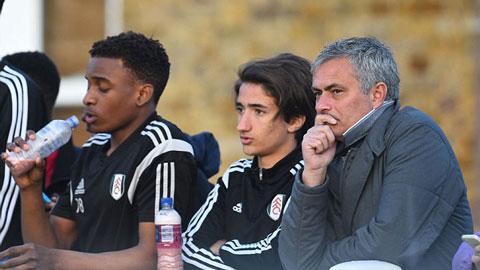 Mourinho chẳng mảy may quan tâm tới Champions League