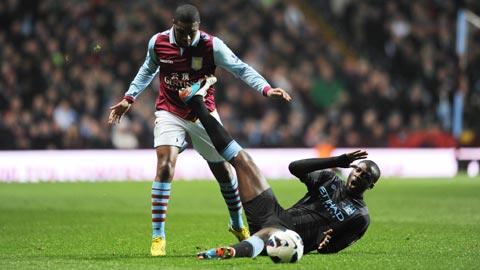 Với phong độ sa sút, Yaya Toure (Dưới) và đồng đội sẽ phải đầu hàng trước Chelsea trong cuộc đua vô địch