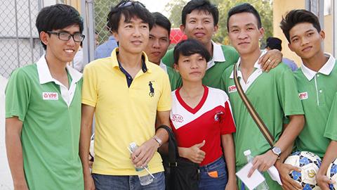 HLV Miura trên sân Đồng Nai chiều nay - Ảnh: Đình Nguyễn