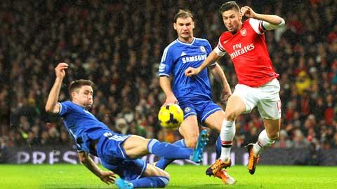 Giroud (bìa phải) sẽ khiến hàng thủ Chelsea có một trận đấu vất vả