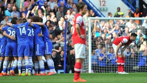 Chelsea bị tố chơi thứ bóng đá xấu xí trên sân Emirates.